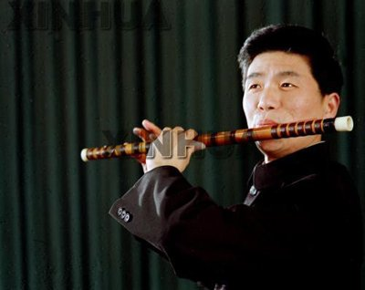 俞逊发,著名的笛子演奏家,作曲家,乐器改良家以及教育家,1946年1月8
