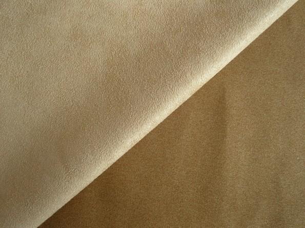 仿麂皮(fngjp,英文名suedette)在纺织行业中把仿制麂皮毛风格的面料叫仿麂皮或者仿麂皮绒。但是在纺织行业中,一般都习惯把仿麂皮或仿麂皮绒直接叫麂皮绒。麂皮绒有针织和梭织之分。针织麂皮绒又分经编麂皮绒(比较常见)和纬编麂皮绒,梭织麂皮绒又分经向麂皮绒和纬向麂皮绒。梭织的麂皮绒采用喷水织机织造而成,经编的采购经编机织造,纬编的采用大圆机织造而成。  仿麂皮绒面料:原料一般选择的是涤纶超细纤维做原料,涤纶超细纤维是一种具有高品质、高性能、高技术含量、高附加值的新产品。它的单丝线密度比常规涤纶纤维低