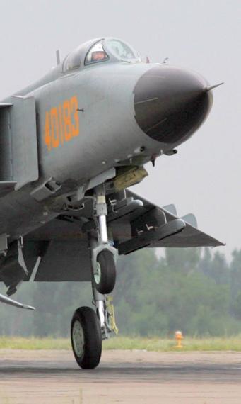 歼8-iiie飞机的机体结构也做了相应的改善.