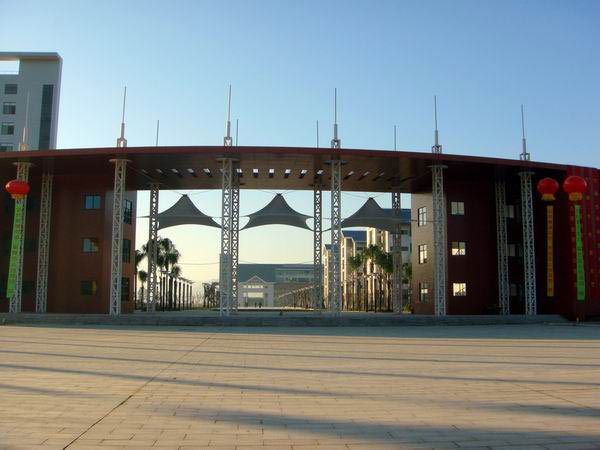 宁德师范学院坐落于福建省东部滨海港口城市宁德市,交通便利,环境
