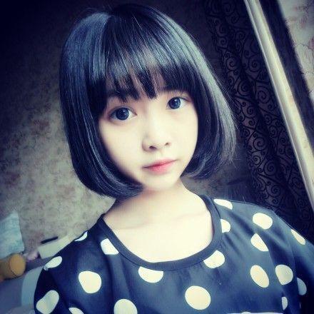 发型设计 > 女孩同一个人短发照片  2450702817现实美女生活照相册 美图片
