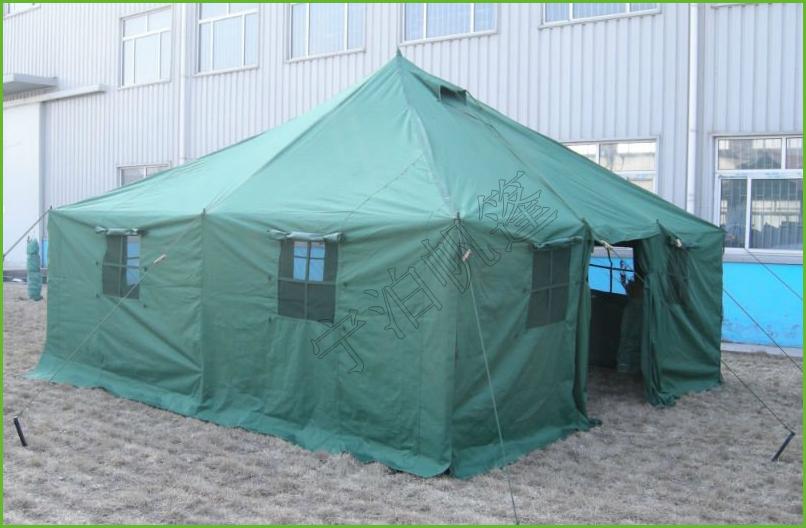 (3) 帐篷采用钢架结构,构造简单,展收方便,25分钟左右/4人即可架设或