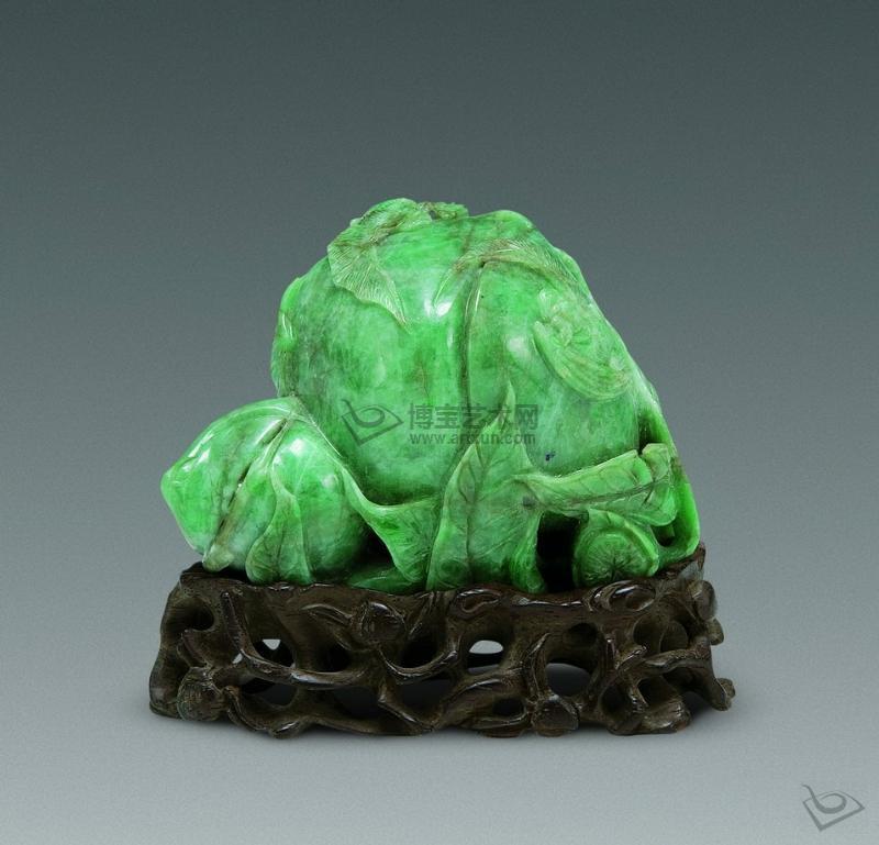 乌兰翠为细晶结构,块状构造.密度较大,一般为:3.5g/cm3.