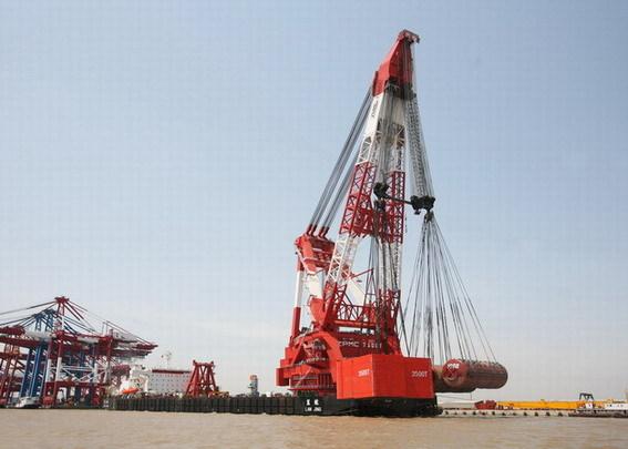 """浮吊起升高度达110米,""""蓝鲸""""号 起重船也可兼做大型大跨距桥梁预制件图片"""