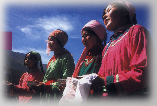"""""""金杯 """",这支祝酒歌,是在蒙古族众多的祝酒歌中,流传地域最广泛,使用"""